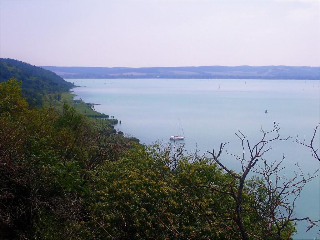 Ez akár a horvát tengerpart is lehetne... Forrás: Nyáry Tamás