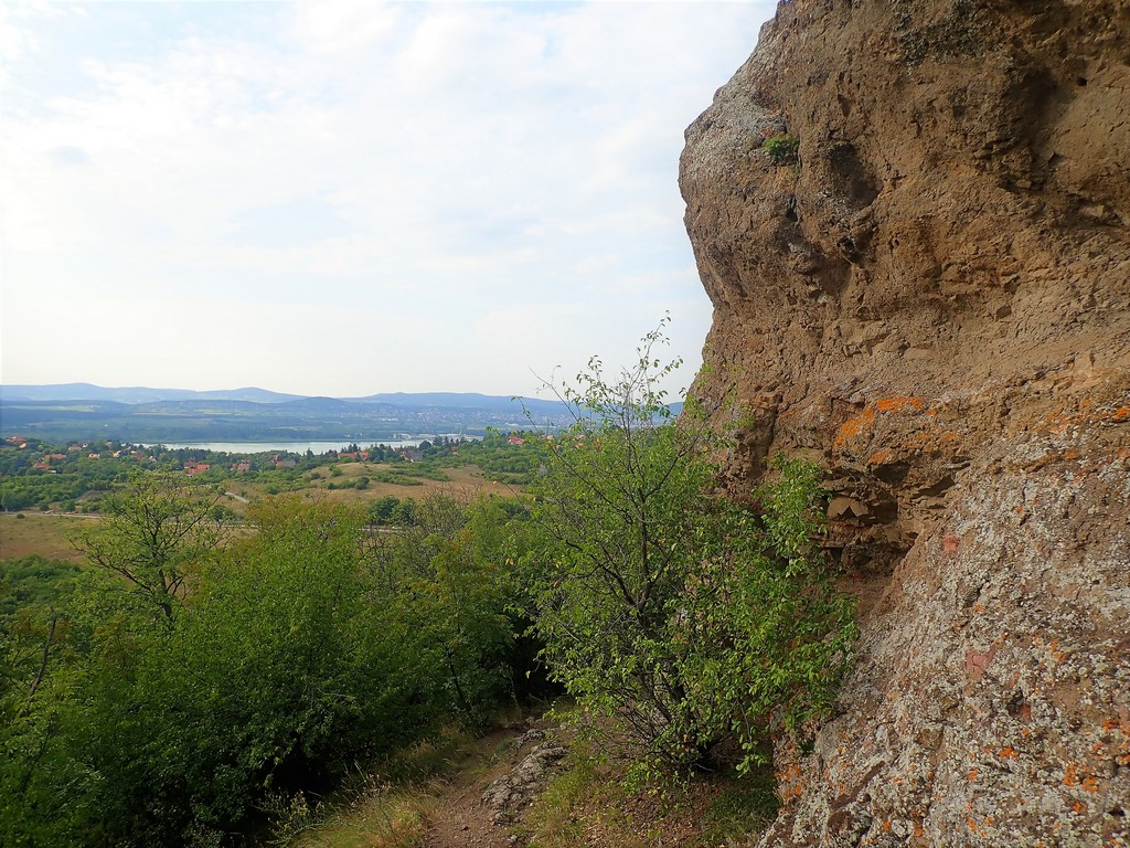 A Kis-Erdő-Tető sziklaformációi Forrás: Nyáry Tamás