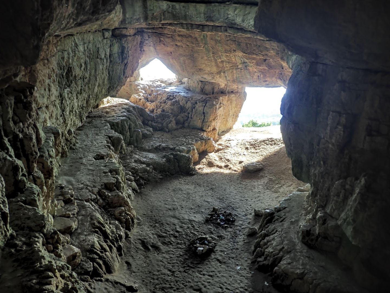 A barlang elülső bejárata belülről fotózva Forrás: Nyáry Tamás