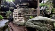 A Kóbor-sziklák szűk labirintusa