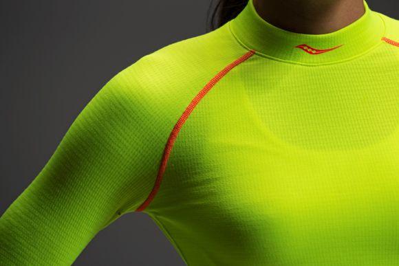 D. Technikai női aláöltözet és pulóver
