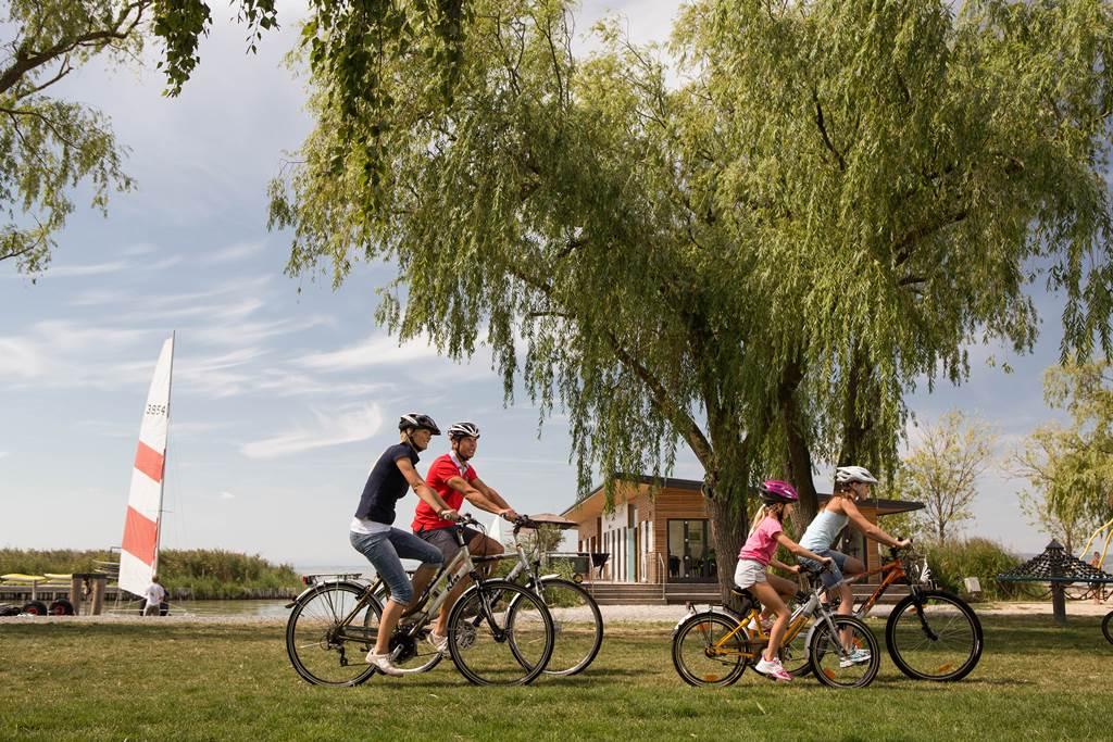 Családi kerékpározás Forrás: (c) Österreich Werbung - Rainer Fehringer