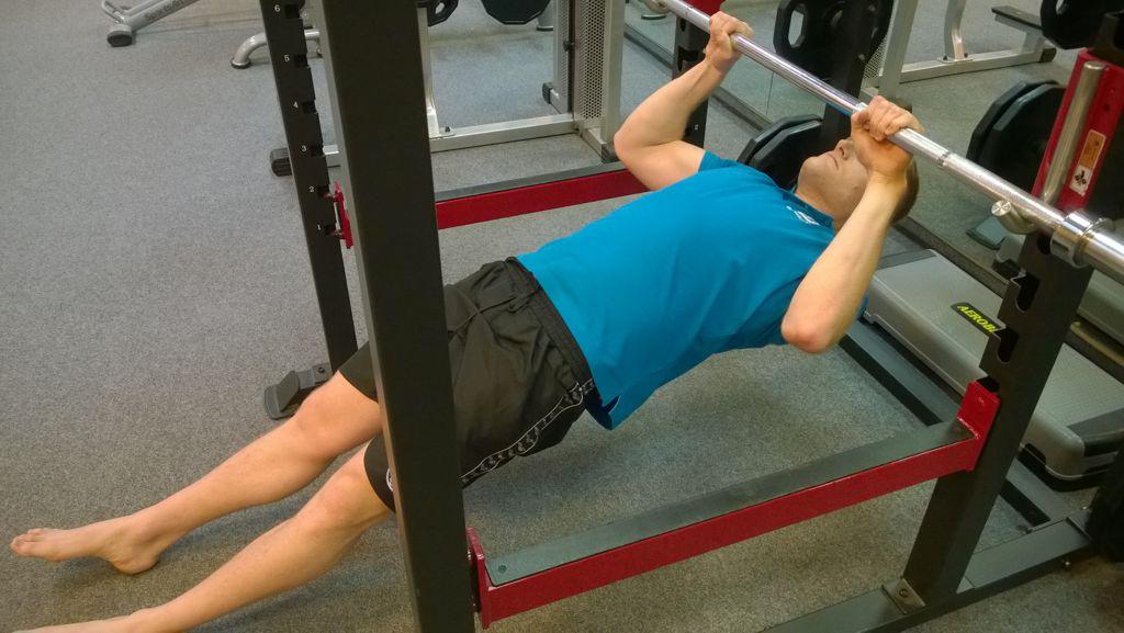 Negatív fekvőtámasz Forrás: Mozgásvilág.hu