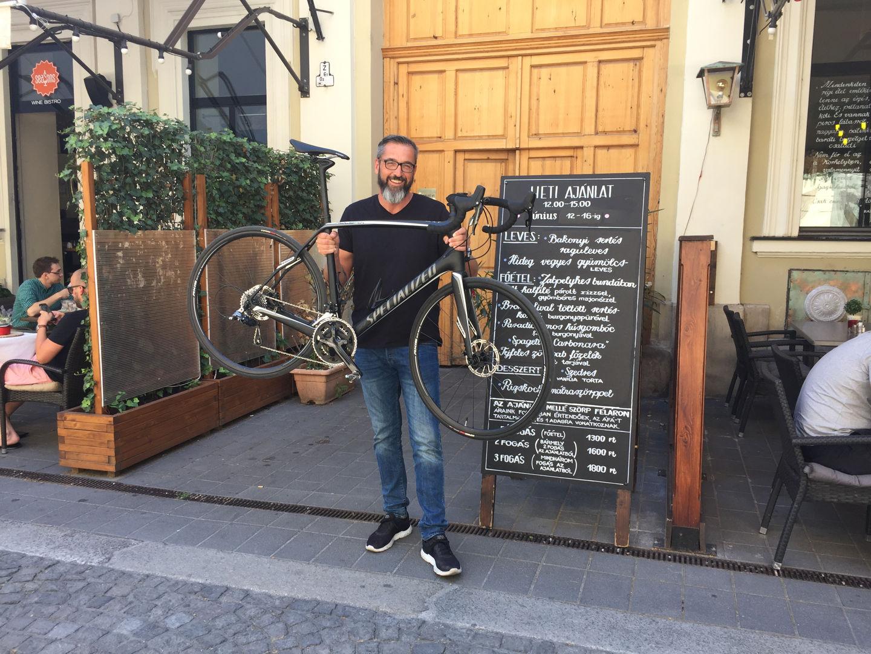 Rákóczi Ferenc és a Specialized Roubaix Forrás: Mozgásvilág.hu