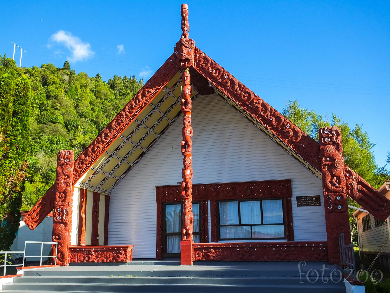 Maori közösségi ház a lakatlannak tűnő Gisborne településén Forrás: Horváth Zoltán - Fotozoo