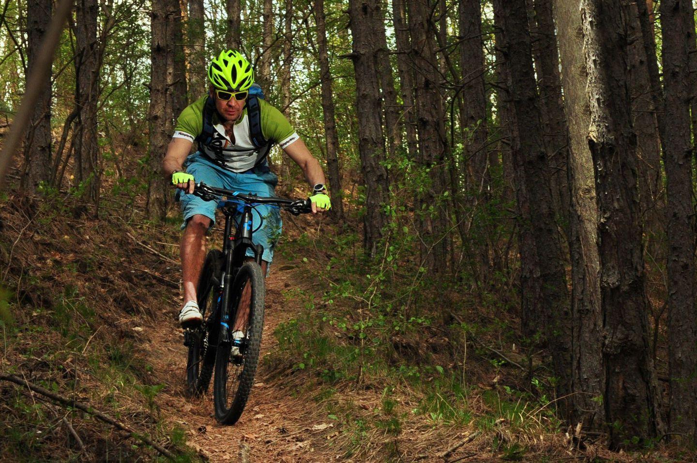 Kerékpáros fejvédő használat terepen Forrás: Mozgásvilág.hu