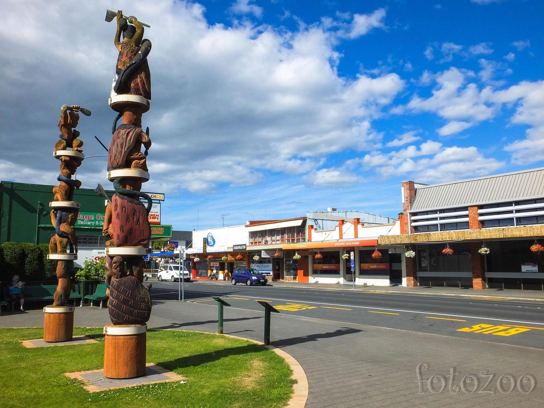 Modern épületek és maori jelképek jól megférnek egymás mellett. Forrás: Fotozoo - Horváth Zoltán