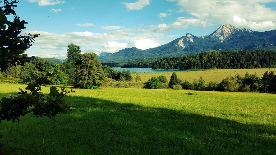 Gyönyörű kilátás a Faaki-tóra és a Mittagskogelre Forrás: www.mozgasvilag.hu