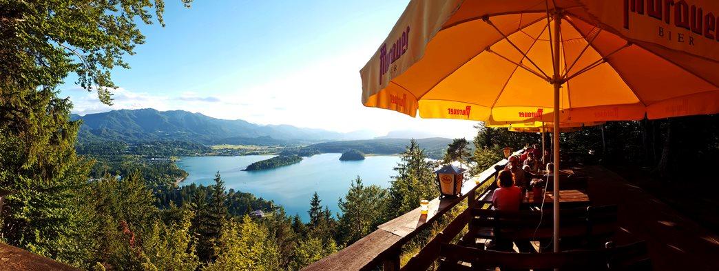 A Faaki-tó a Taborhöhe hüttéjének teraszáról Forrás: www.mozgasvilag.hu