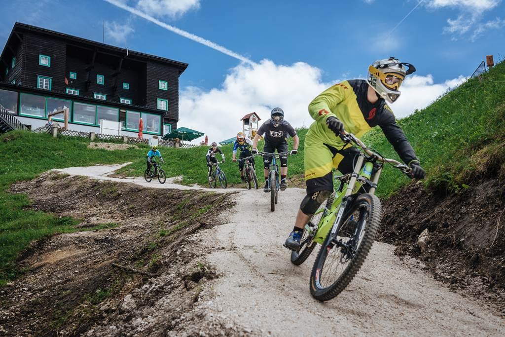 BikeAlps élmények a bringaparkban mindenkinek Forrás: www.buergeralpe.at