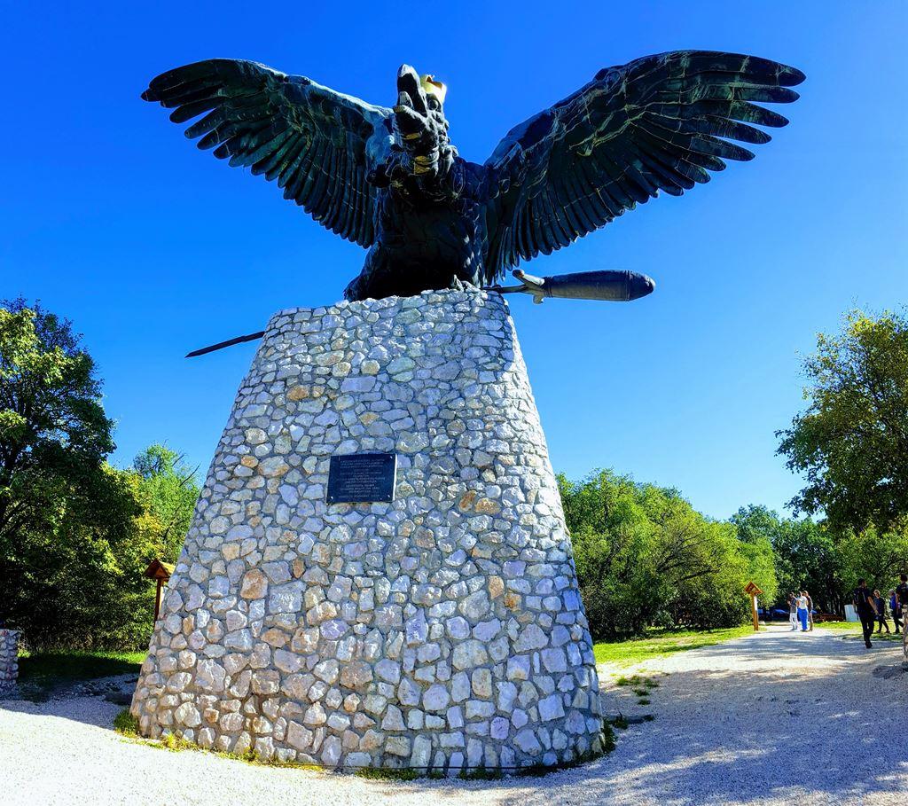 A Turul emlékmű Forrás: www.mozgasvilag.hu