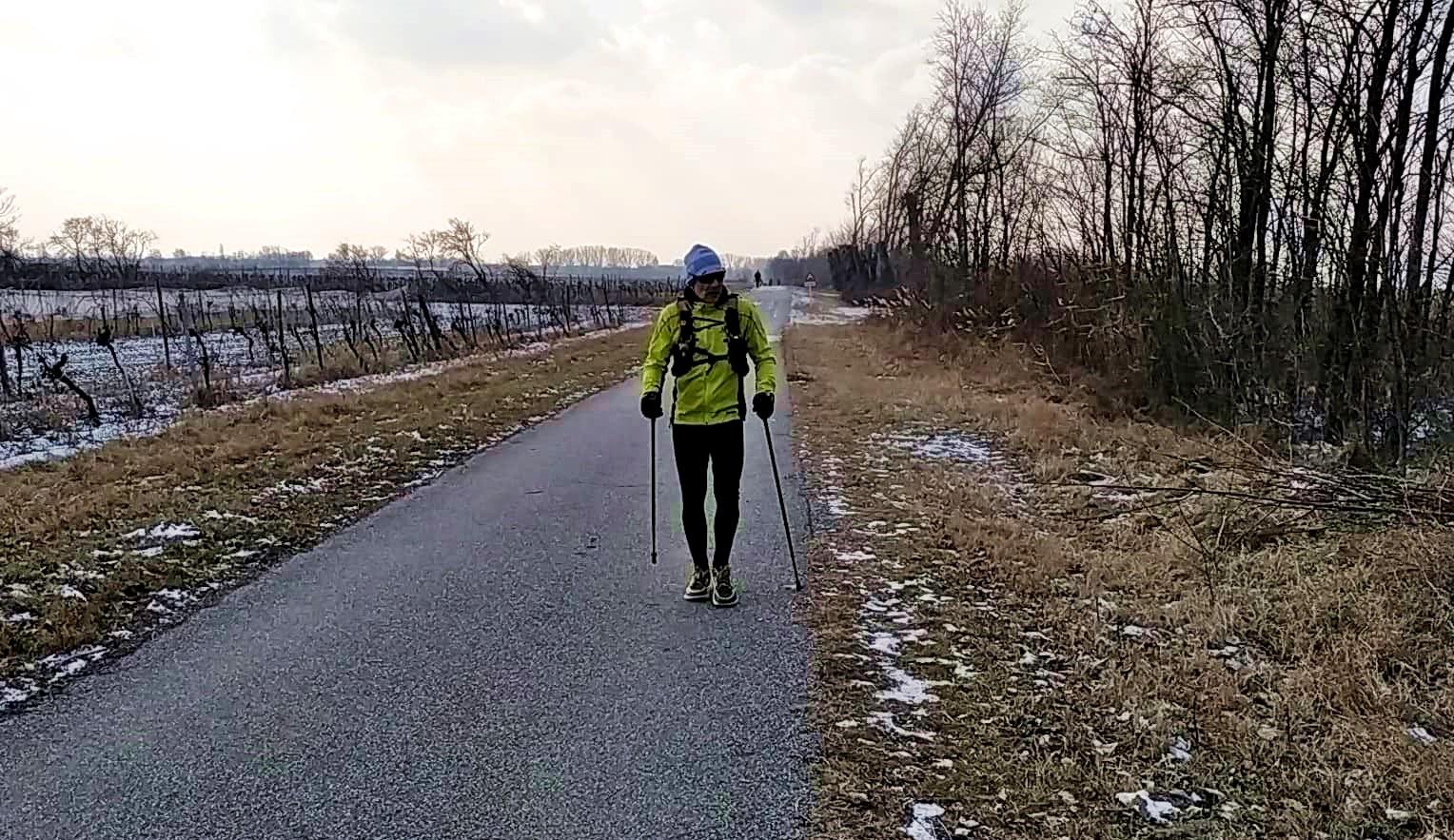 A holtpont: Zoli nordic walking botra váltott Forrás: Rausz Péter