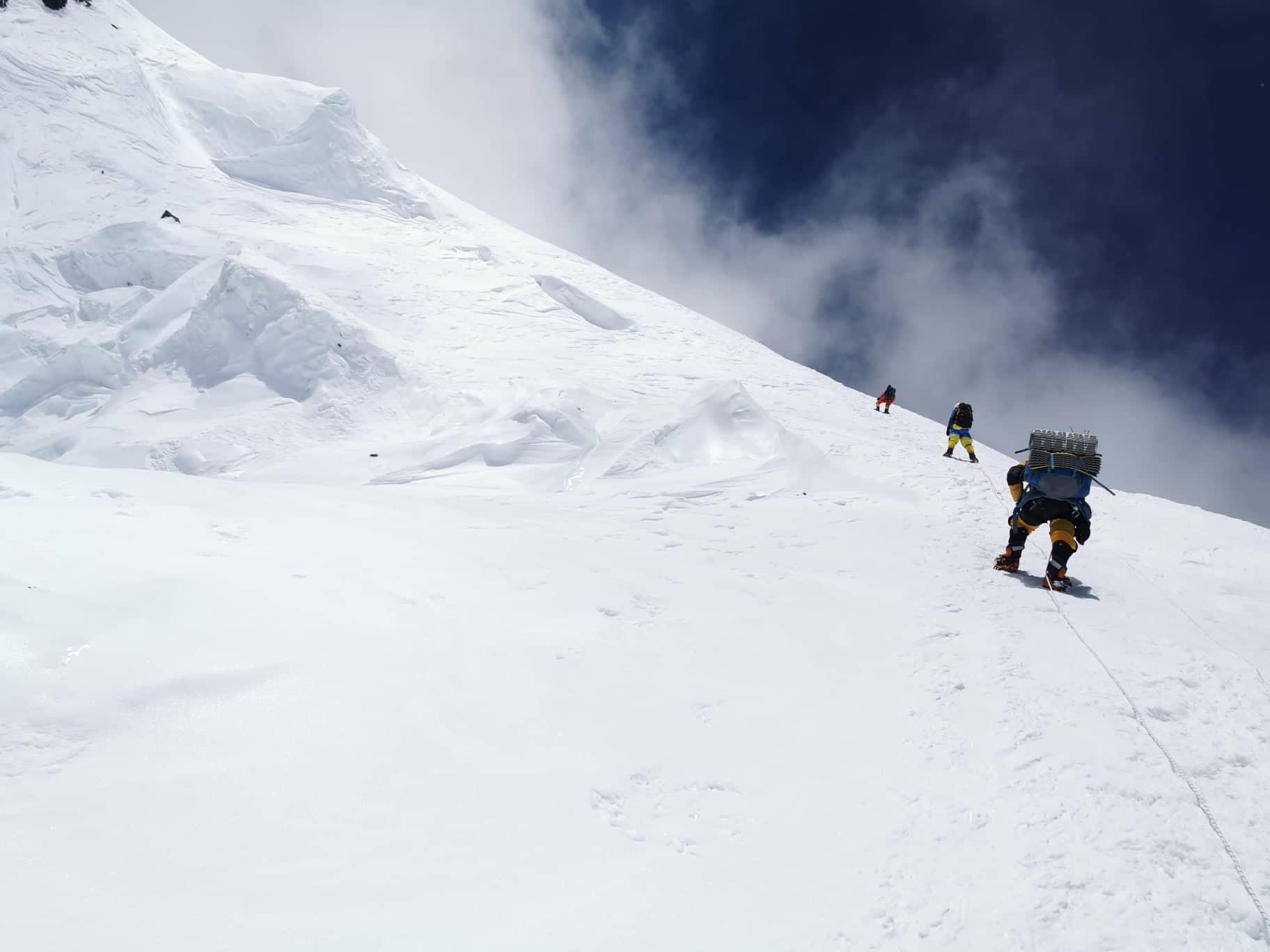 Meredeken felfelé Forrás: Magyar K2 Expedíció