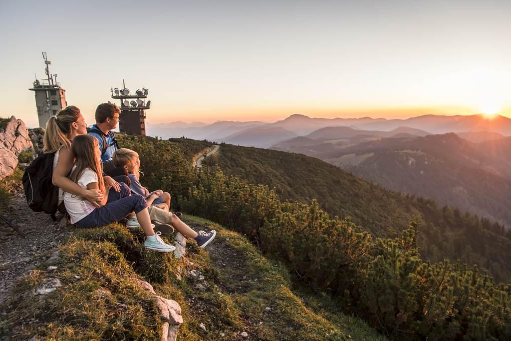 Naplemente a hegyen családdal Forrás: (c) Alsó-Ausztria