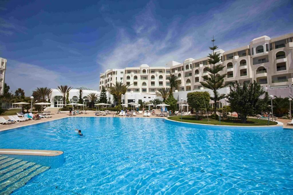 A szálloda medencéje Forrás: (c) Kimura