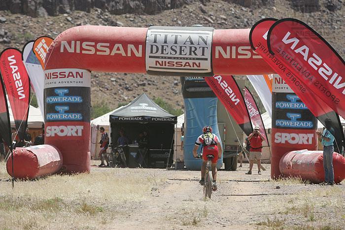 80699-nissan-titan-desert-1_5.jpg