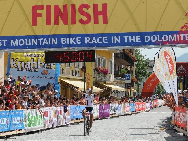 A svájci Urs Huber nyerte az idei versenyt, hihetetlen 5 órán belüli idővel. Nyereménye 2500 euró-)