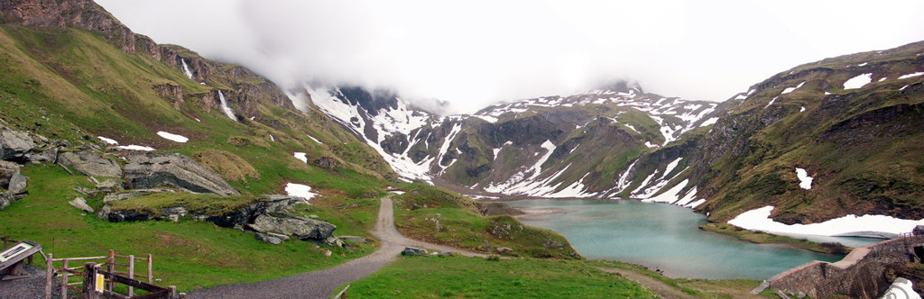 gleccser tó, és vízesések hada 2000méter körüli magasságban a Grossglockner-út mellett