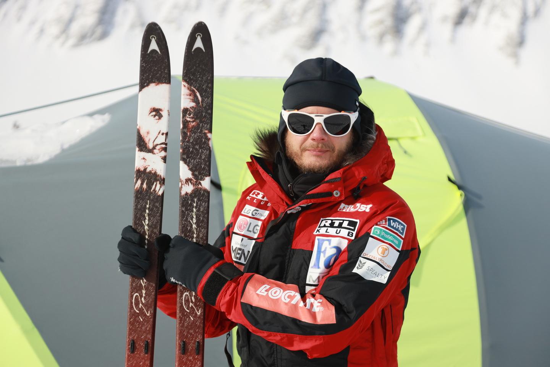 Egy legendás sarkkutató, Roald Amundsen díszíti a léceit Forrás: Magyar Déli-sark Expedíció
