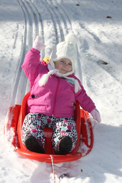 Szánkózás a legkisebbeknek is Forrás: www.jakec.si