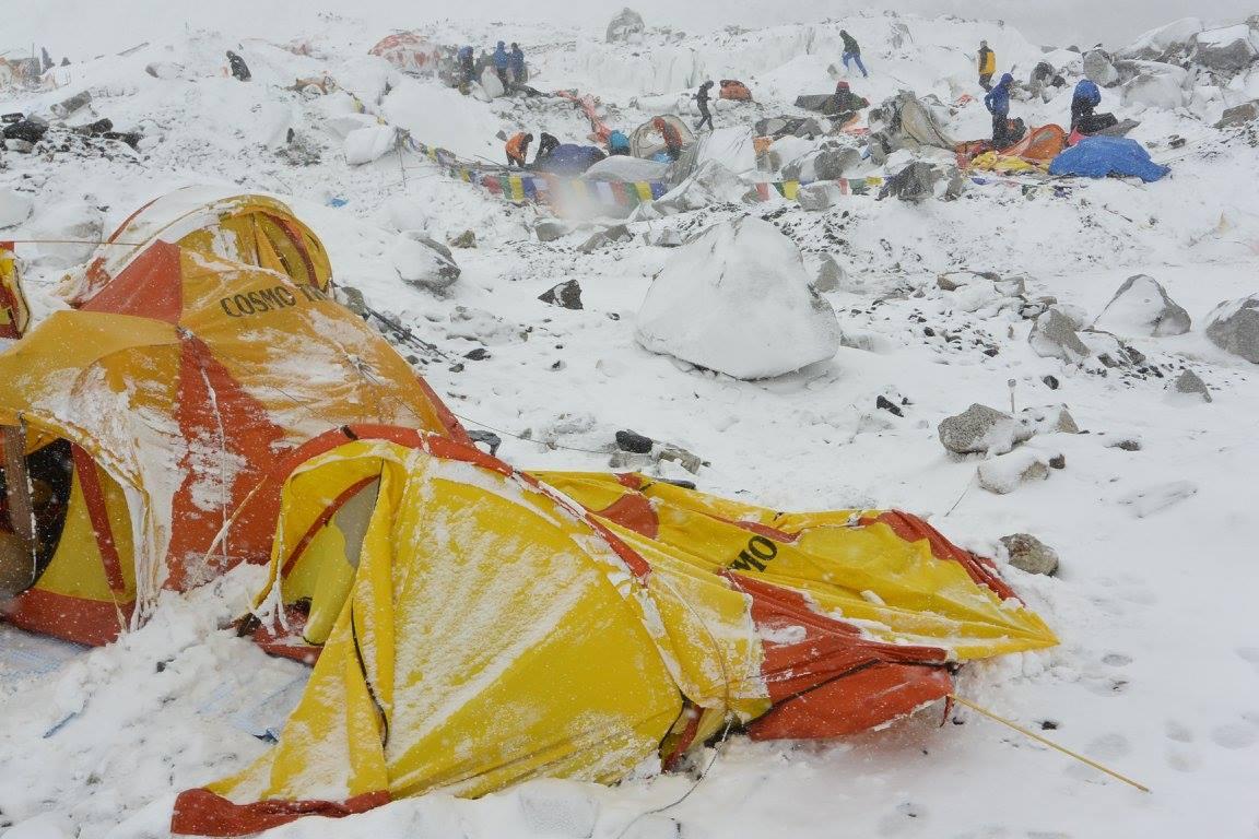Everest alaptábor a lavina után Forrás: Fibaro Everest Facebook