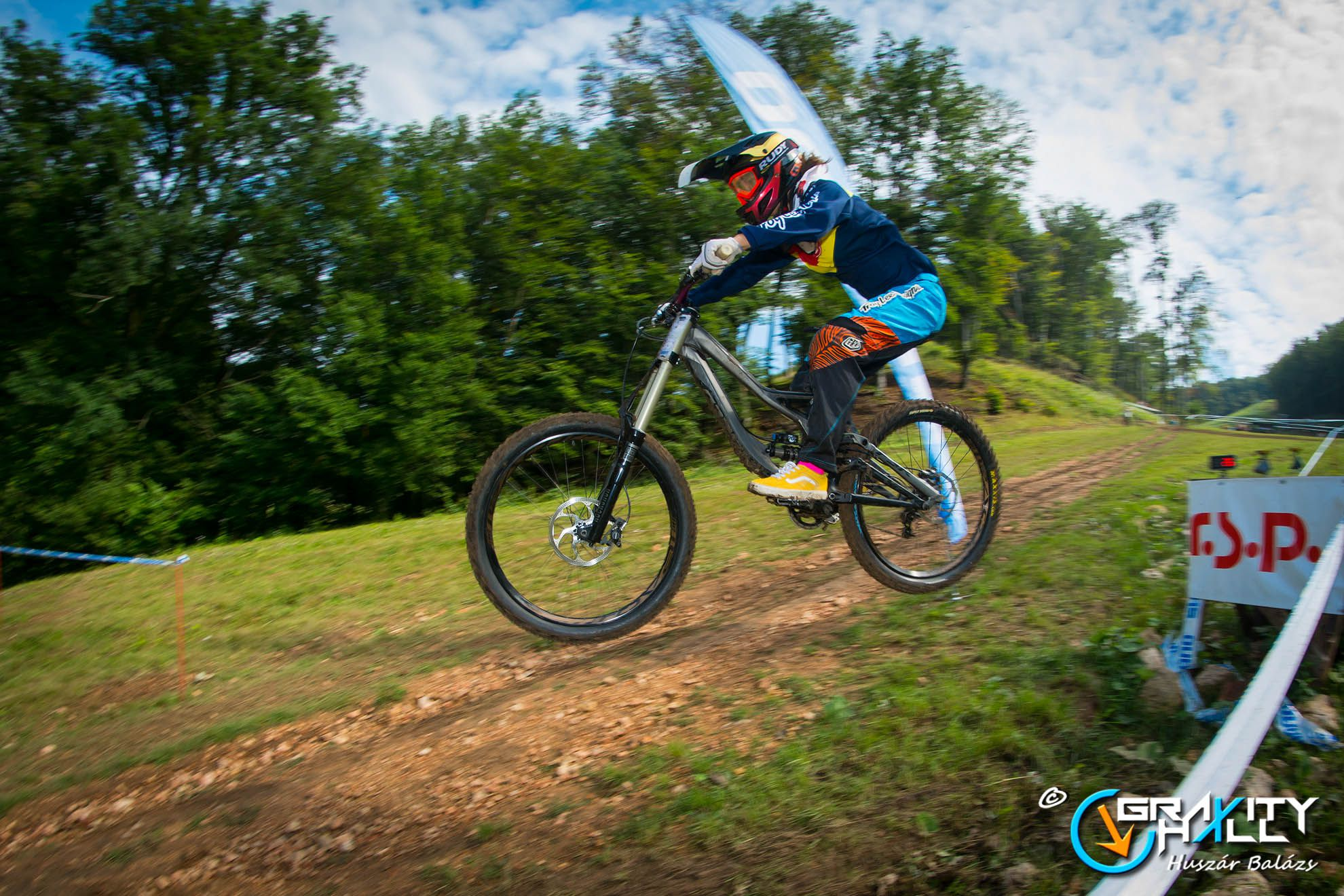 GravityHall Downhill és Fourcross Országos Bajnokság Forrás: GravityHall
