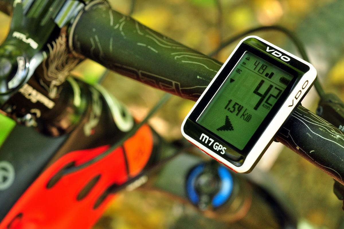 VDO M7 GPS - Navigáció funkciója megmutatja toronyiránt a kiindulási pontunk irányát és távolságát Forrás: Paraferee - mozgasvilag.hu
