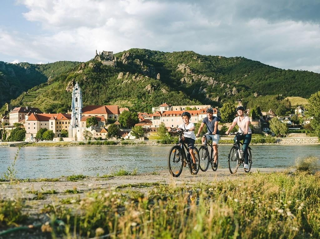 Duna menti kerékpárút EuroVelo 6 Forrás: (c) Stefan Fuertbauer