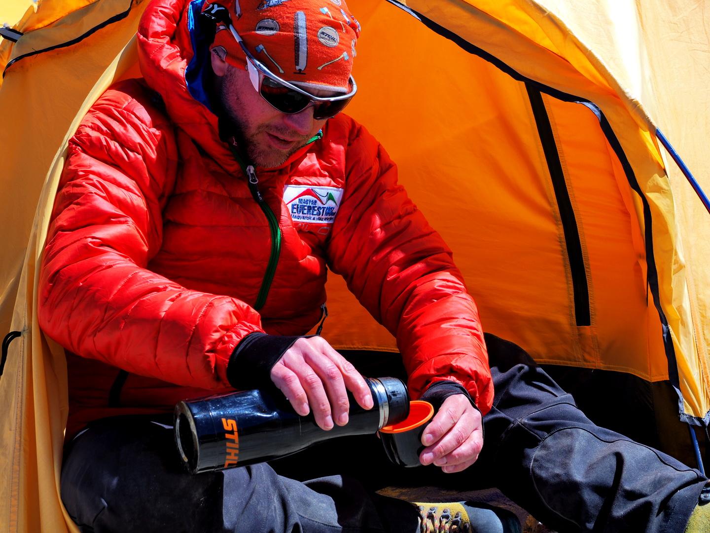 Teázás az Island Peak alaptáborban Forrás: Berek Péter