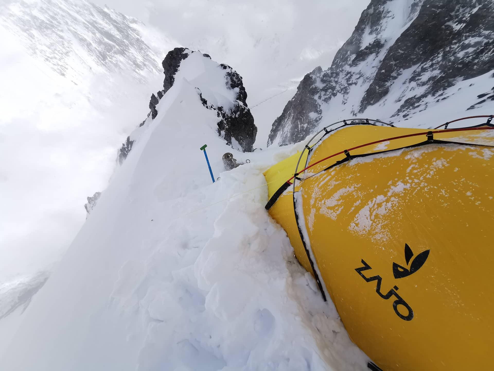A Sasfészek: Szilárdék sátra az 1-es táborban, 6000 méteren Forrás: Magyar K2 expedíció 2019