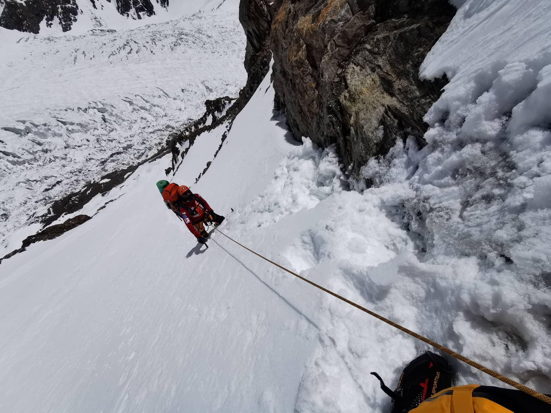 Egyedül a hegyen Forrás: Magyar K2 expedíció 2019