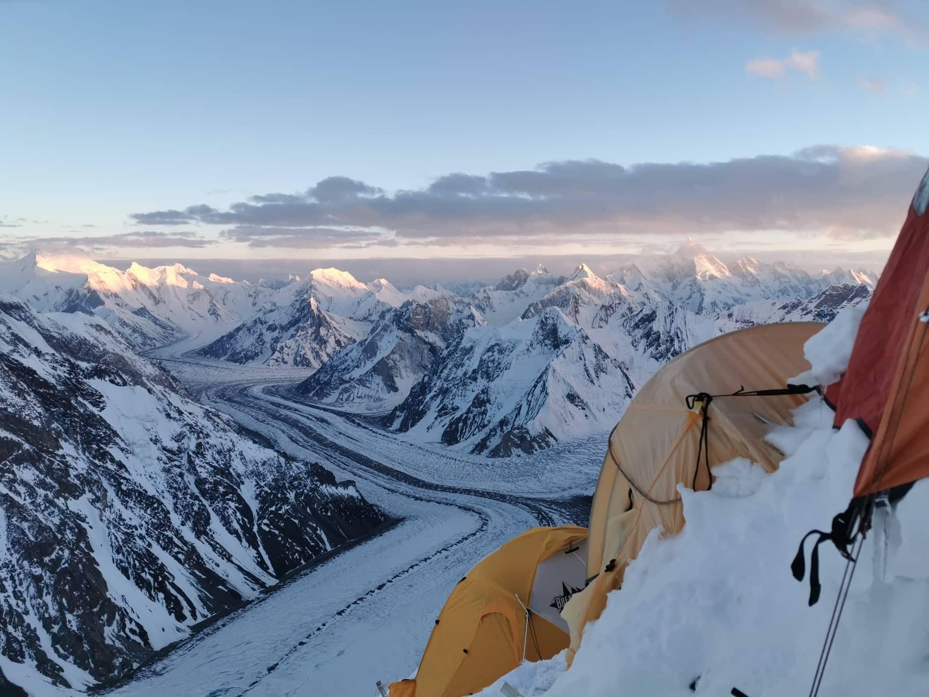 Sasfészek a K2 Abruzzi-gerincén Forrás: Eseményhorizont