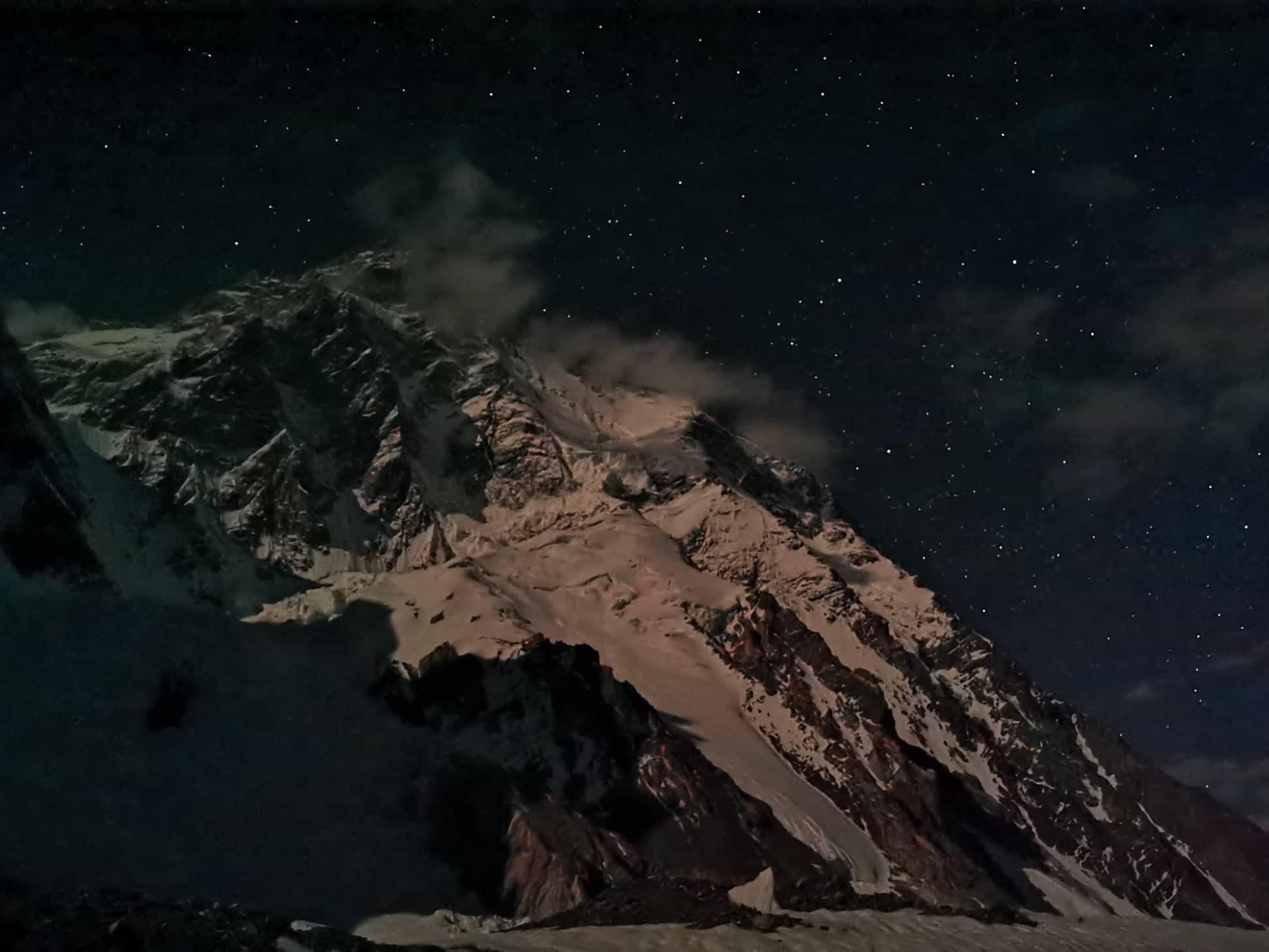 A K2 éjjeli fényekben Forrás: Eseményhorizont