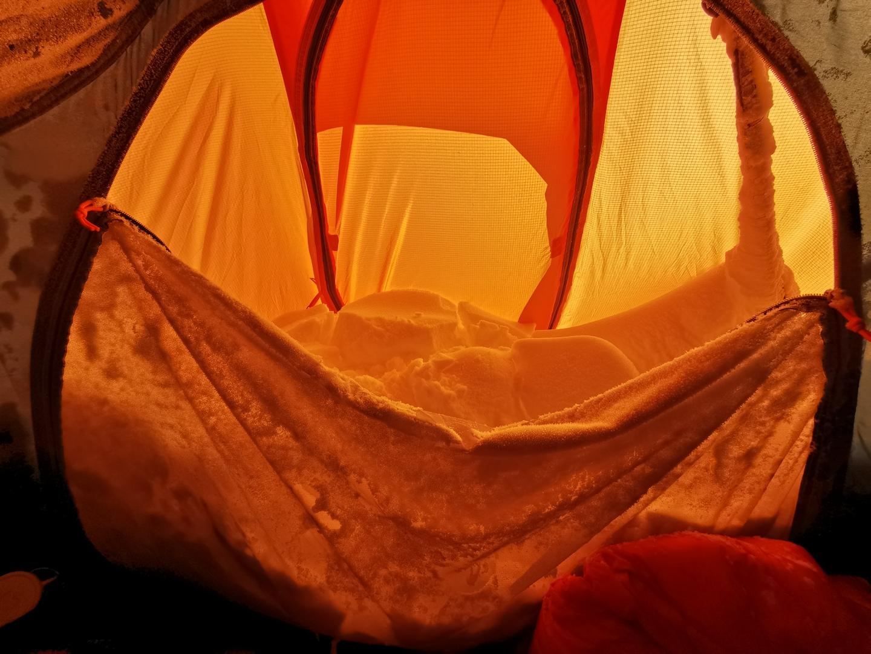 Fagyos meglepetés a sátor bejáratánál Forrás: Eseményhorizont