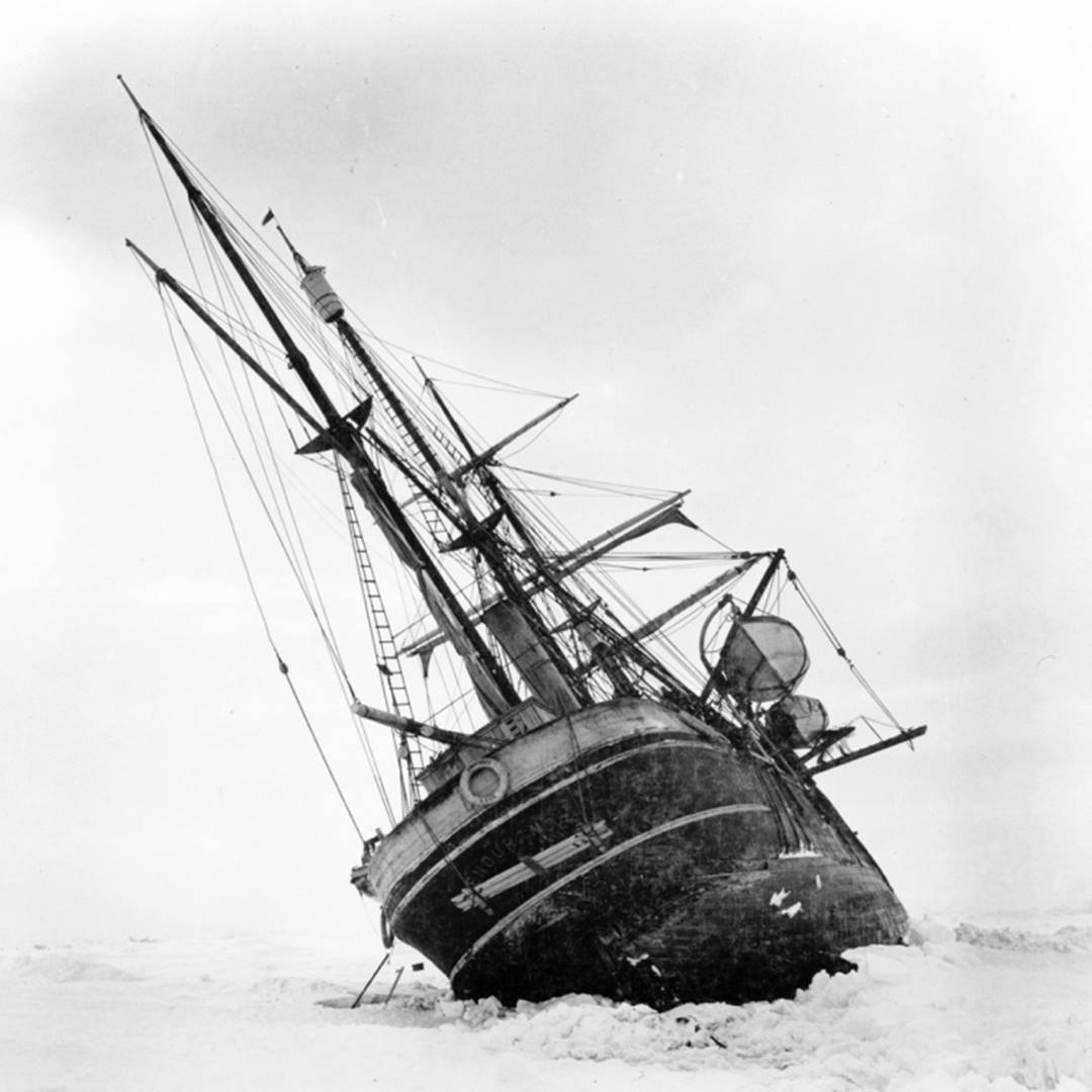 Ernest Shackleton hajója, az Endurance a jég fogságában, mielőtt elsüllyedt volna Forrás: Shackleton London Facebook