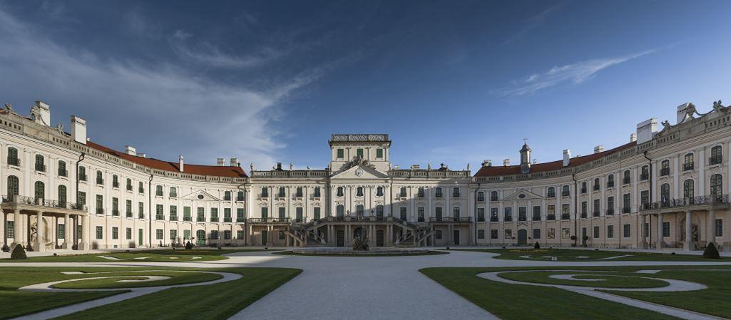 Esterházy-Kastély Fertőd Forrás: http:/www.eszterhaza.hu