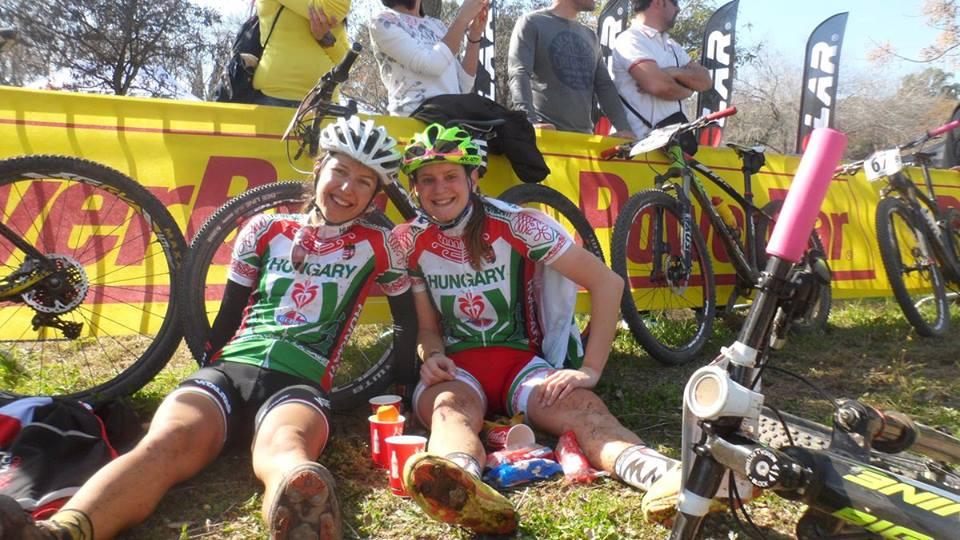 Eszti és Brigi az 5. szakasz céljában Forrás: Sportograf