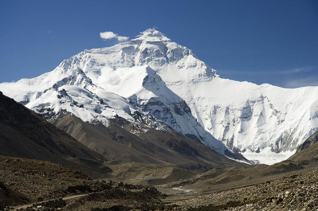 Everest North Face toward Base Camp Tibet Forrás: (c) Luca_Galuzzi_2006