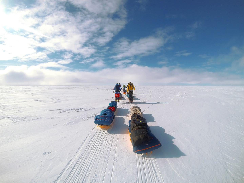 A sima hófelszín, enyhe légmozgás és napsütés a legnagyobb (és elég ritka) ajándék egy sarkvidéki expedíción Forrás: Magyar Déli-sark Expedíció