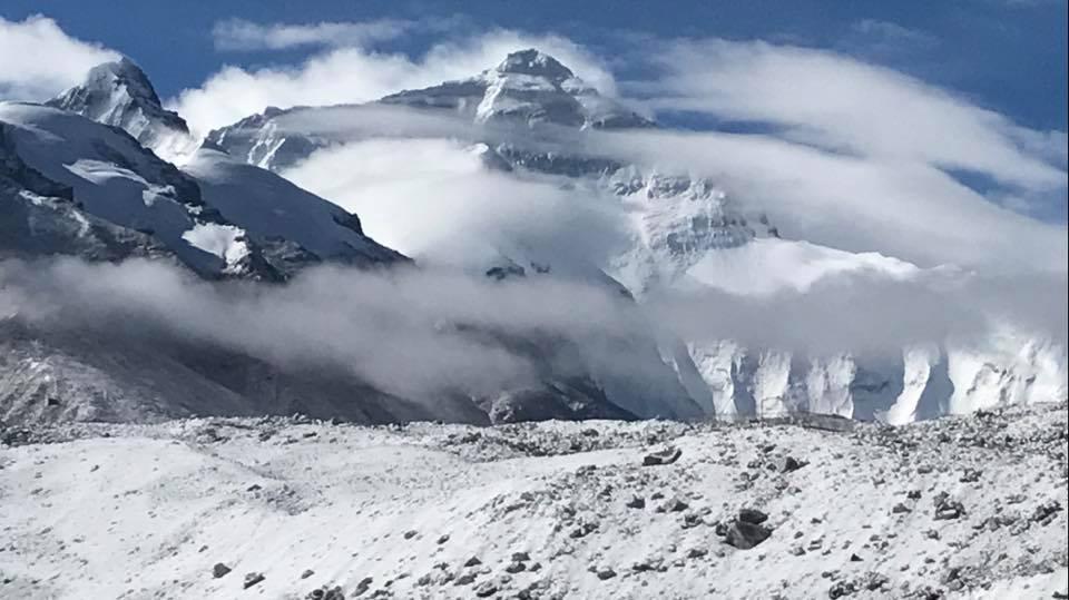 A vihartépázta Everest Forrás: George Kashouh