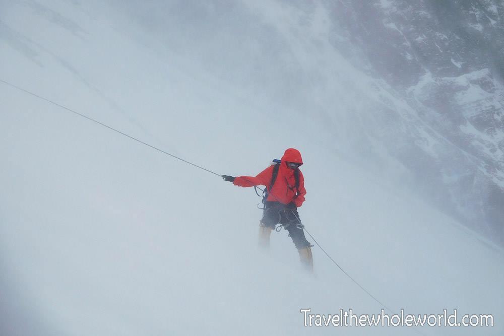 Ereszkedés az Everesten szélviharban Forrás: George Kashouh