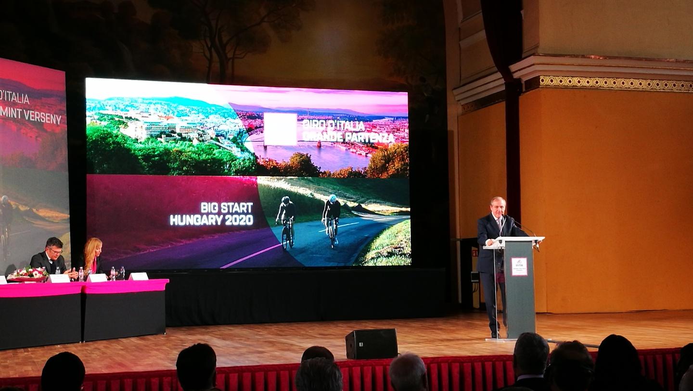 Mauro Vegni, a Giro főszervezője a sajtótájékoztatón Forrás: Mozgásvilág/Pintér László