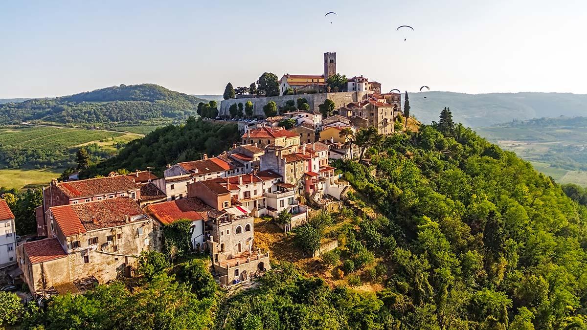 Motovun középkori városa Forrás: Turizmus.com