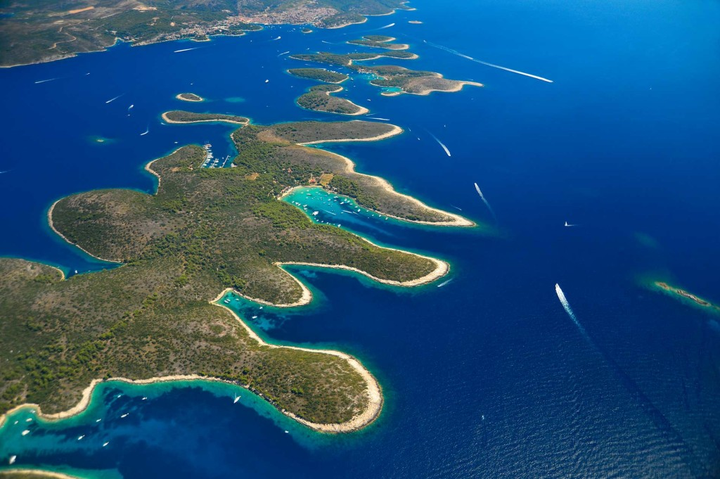 A Pakleni szigetcsoport Hvarnál Forrás: Turizmus.com
