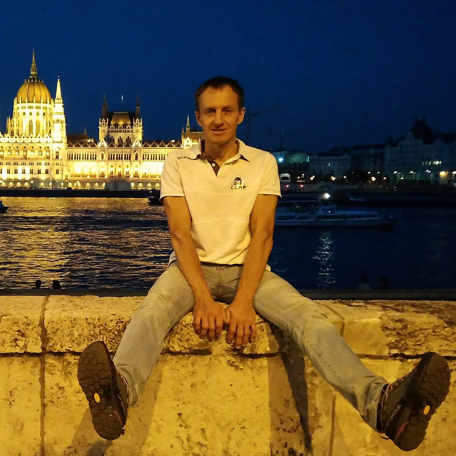 Denis és a Parlament Forrás: Denis Urubko archívum