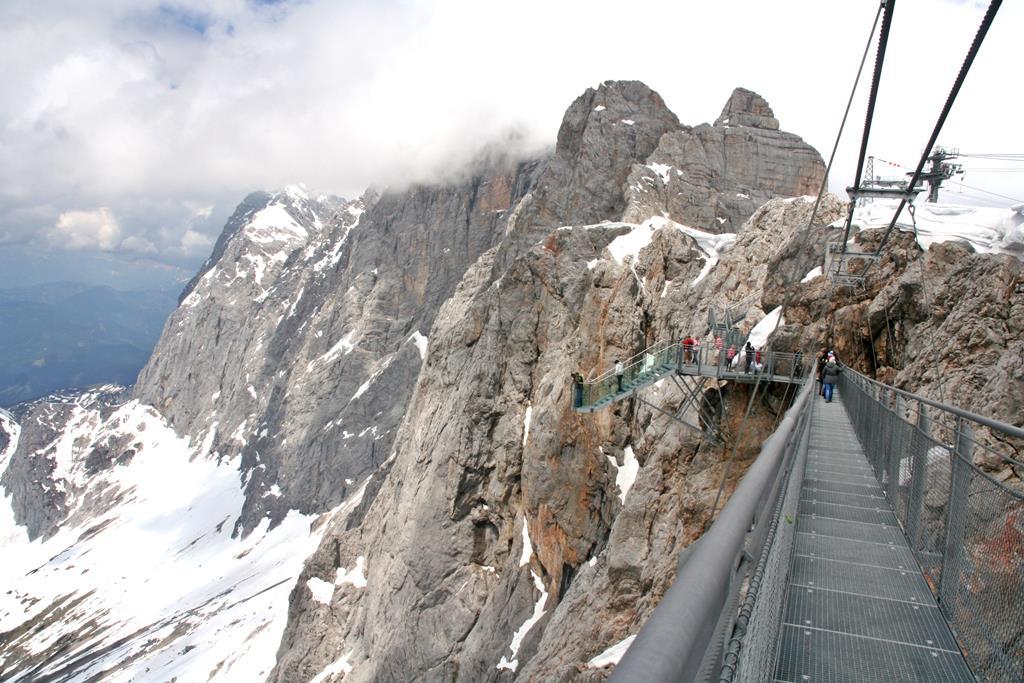 Függőhíd 2700 m magasan. Forrás: www.mozgasvilag.hu
