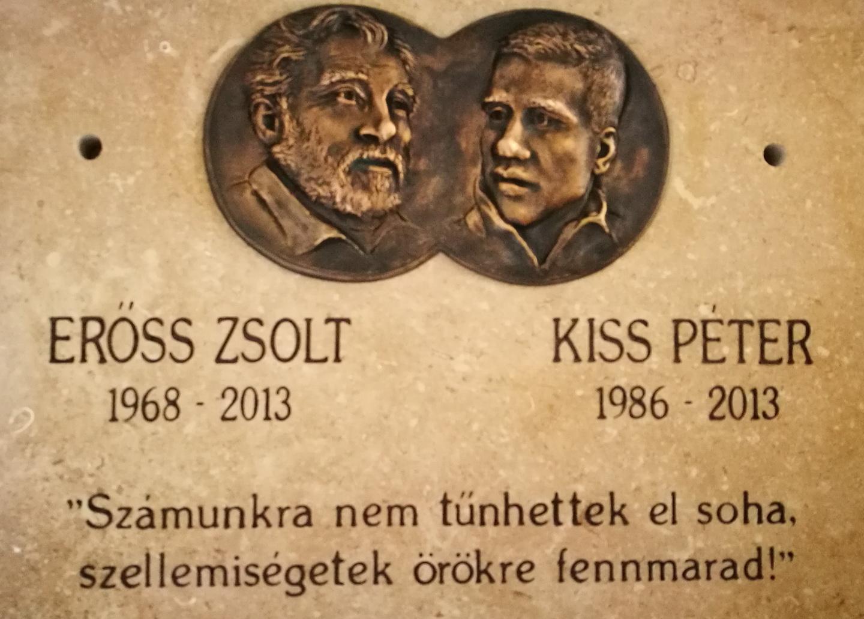 Erőss Zsolt és Kiss Péter emléktáblája Forrás: Mozgásvilág/Pintér László