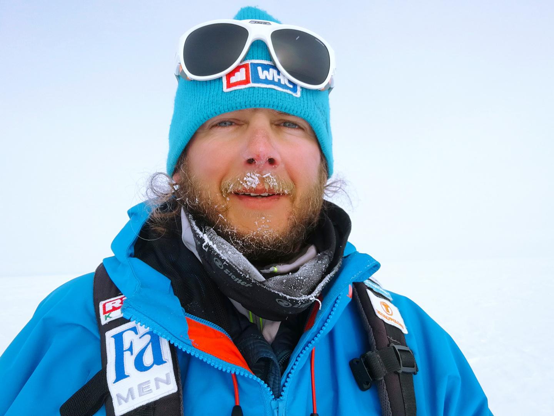 Rakonczay Gábor Grönlandon, fagyosabb időben Forrás: Magyar Déli-sark Expedíció