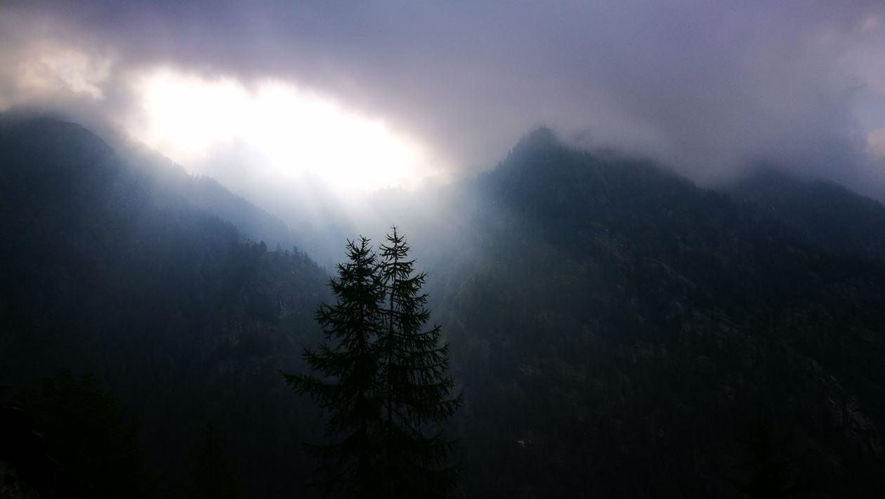 Felhők közül a nap, Val di Gresonney Forrás: Mozgásvilág/Pintér László