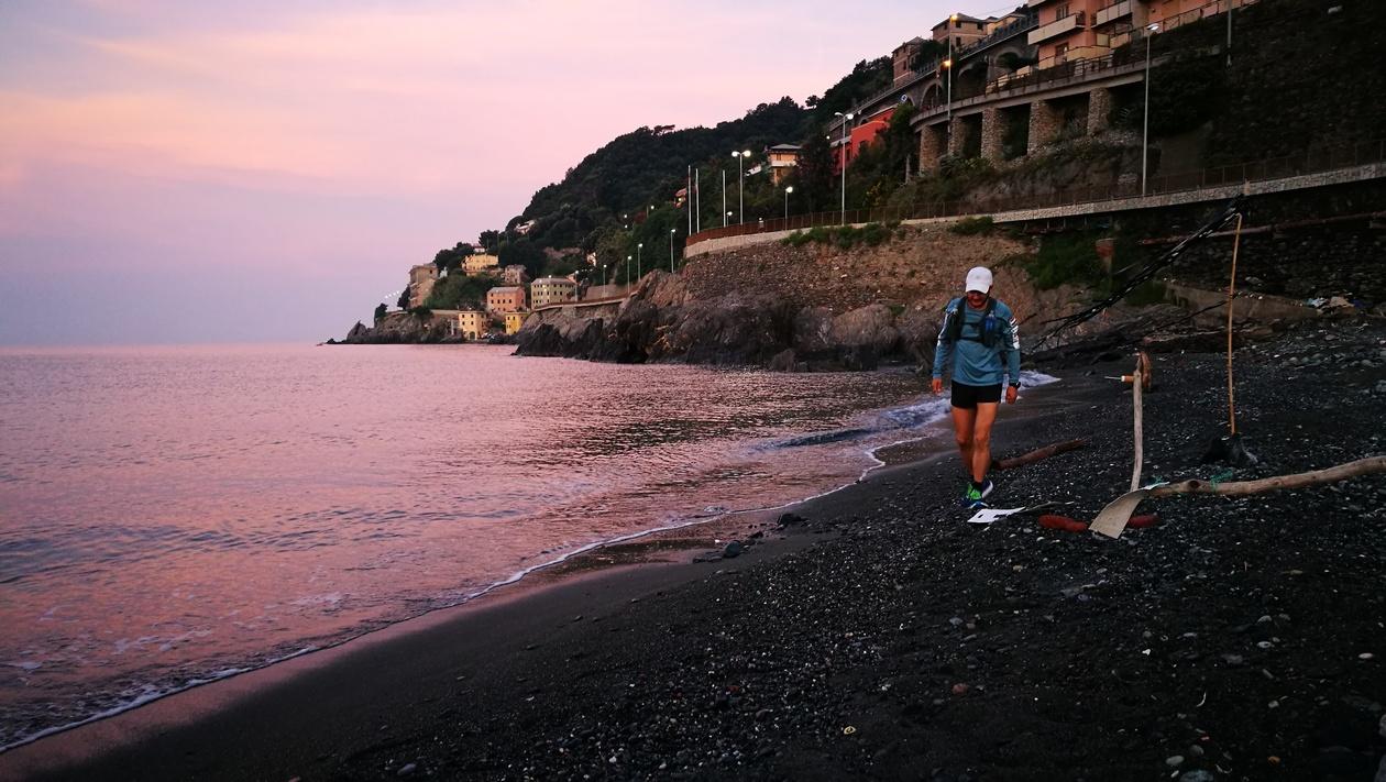 Start, még napkelte előtt a genovai tengerparton Forrás: Mozgásvilág/Pintér László